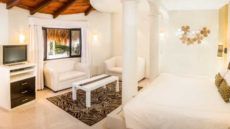Jacuzzi Gardenview Suite  at Desire Resort and Spa Riviera Maya